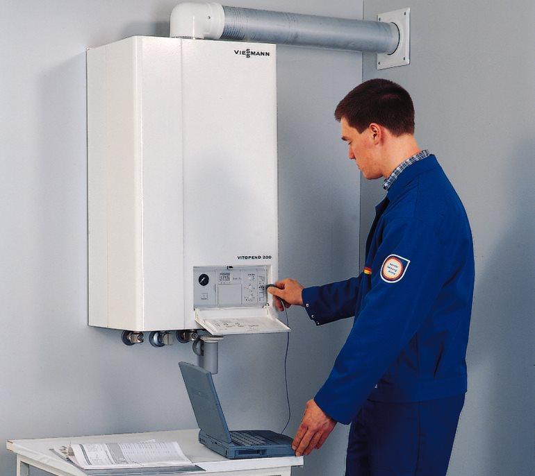 Установкой и обслуживанием газовых котлов должны заниматься компетентные специалисты