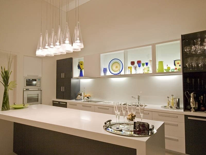 Подвесные светильники на кухне как элемент декора