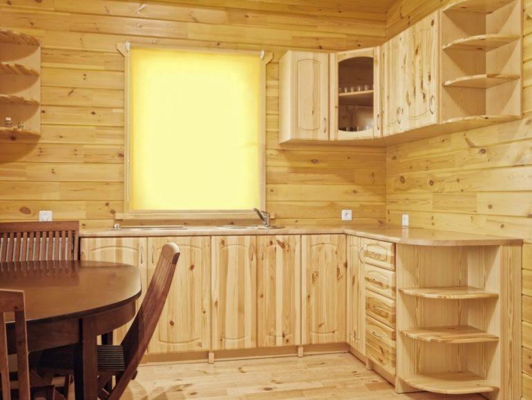 Одно из решений самостоятельного обновления кухни – замена фасадов у старого гарнитура