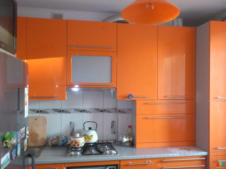 В этом кухонном гарнитуре предусмотрено место для внутреннего размещения кухонного котла