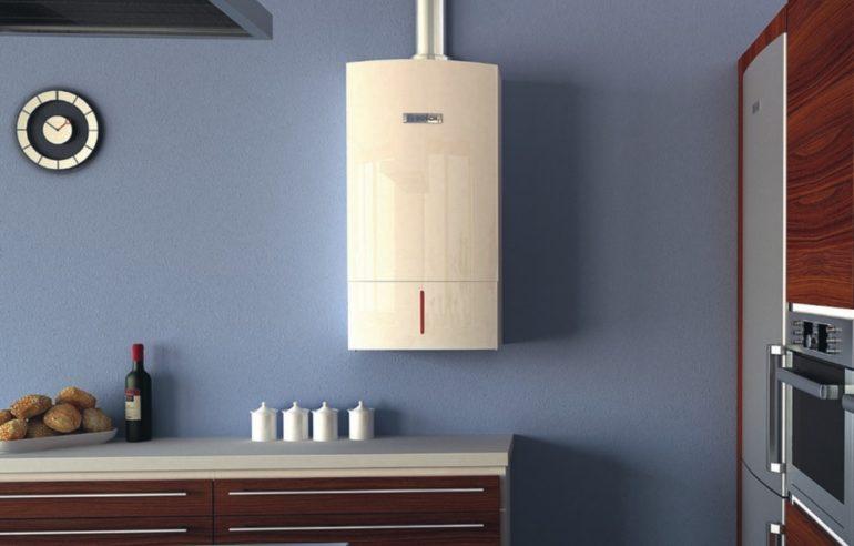 Современный газовый котел может вполне успешно вписаться в интерьер кухонного пространства и в открытом виде
