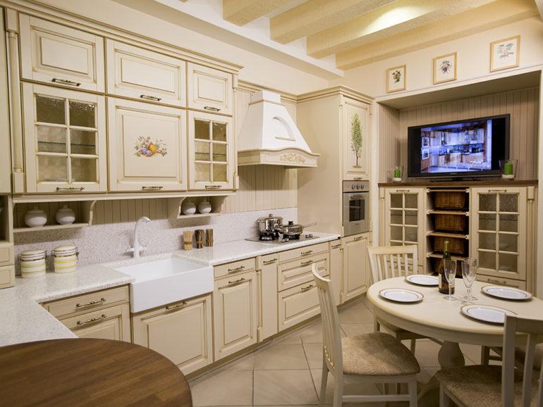На кухне в стиле прованс по-деревенски теплая и уютная обстановка