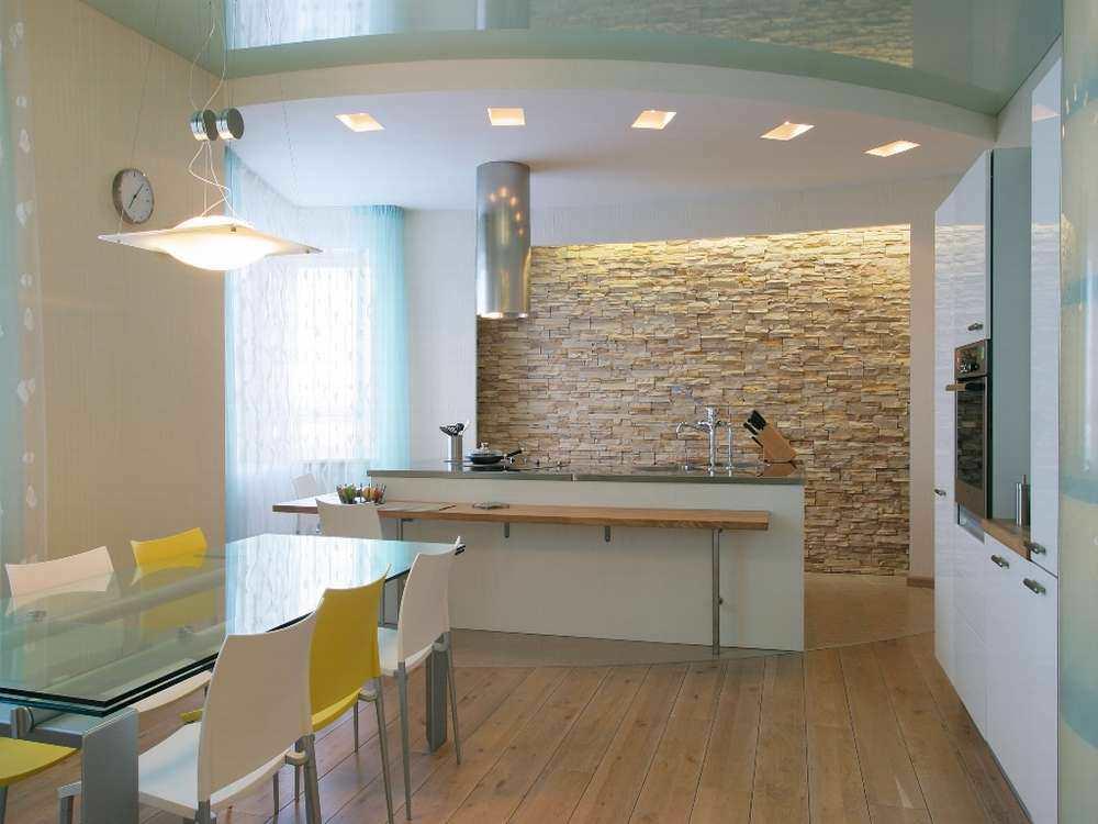 Многоуровневый потолок способен значительно уменьшить высоту кухни