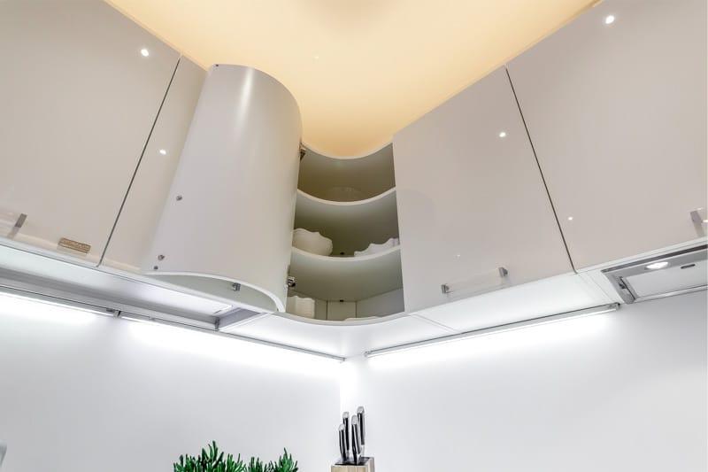 Гарнитур с закругленными фасадами обходится дороже прямолинейного на 10–15 %