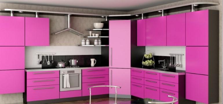Кухня з фарбованим фасадами