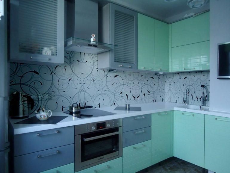 Гарнитур кухонный салатовый и встроенная варочная панель