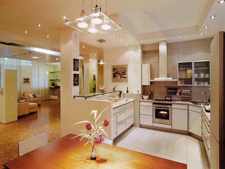 Для каждой кухонной зоны необходима разная мощность освещения