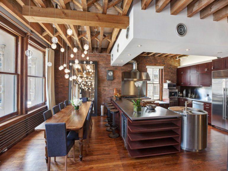 Барная стойка может использоваться для зонирования пространства или в качестве обеденного стола
