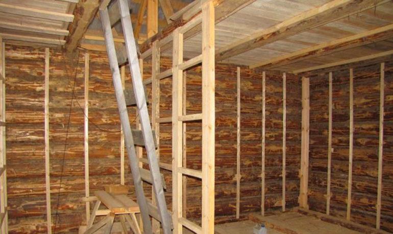 Использование деревянных брусков для создания каркаса под гипсокартон