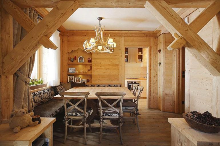 Кухня в эко-стиле в деревянном доме