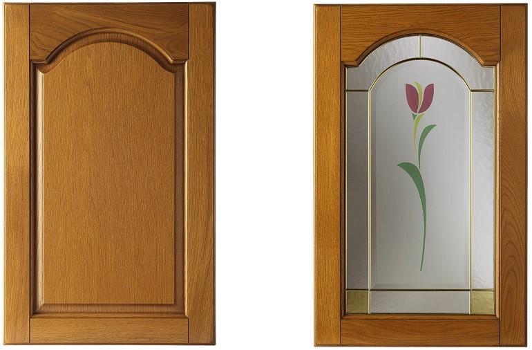 Рамочный фасад под стекло – по сути это та же филенчатая дверка, только с центральной частью из другого материала