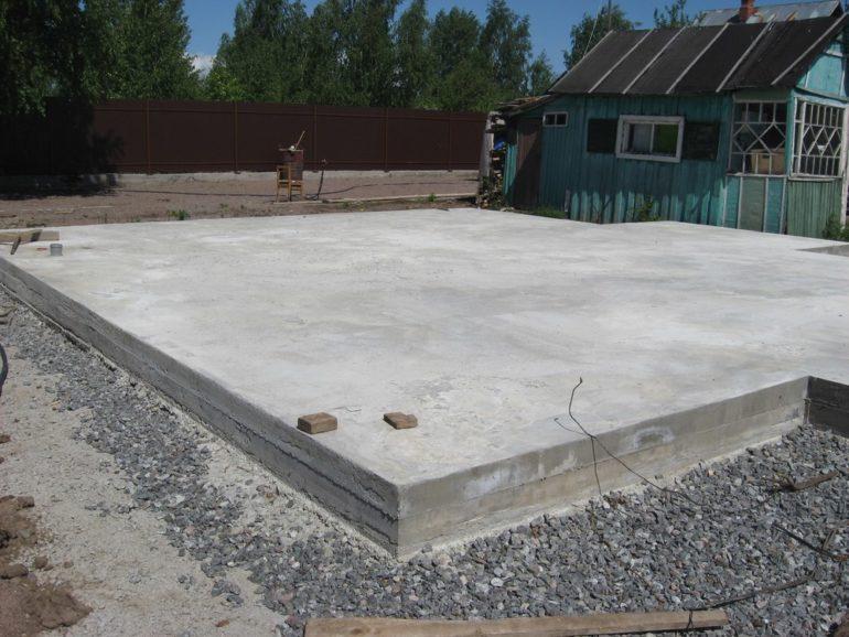 Монолитный плитный фундамент для капитальной летней кухни