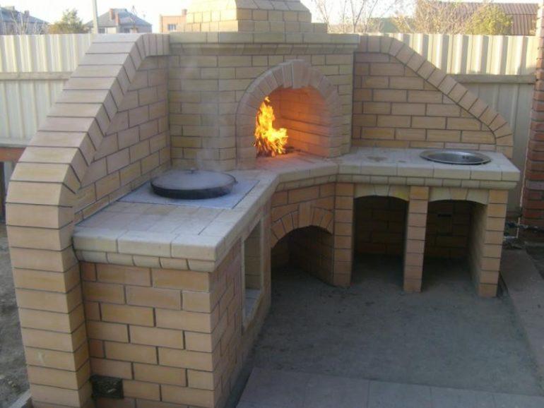 Комбинированная печь-камин с отдельной варочной поверхностью и  с кухонной мойкой