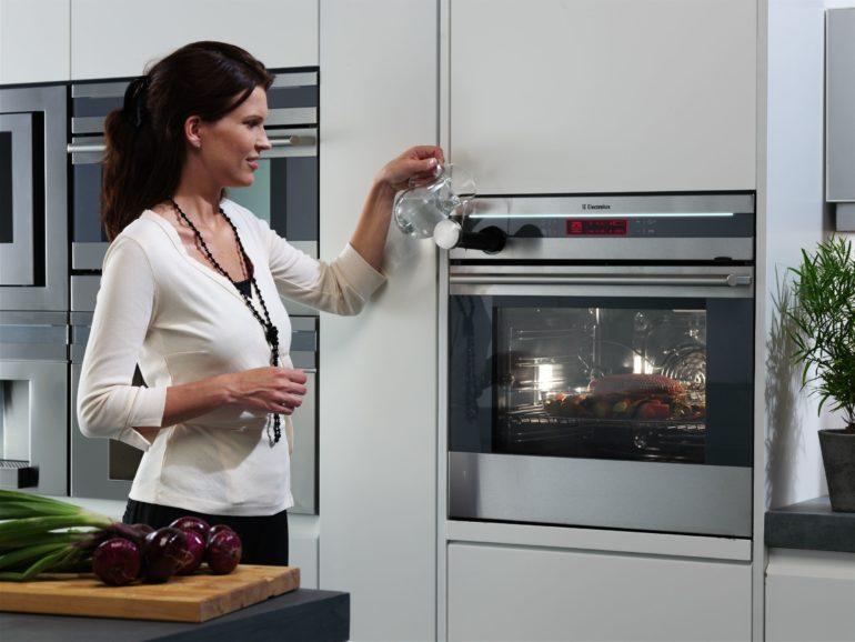 Встраиваемая техника подбирается на стадии планировки кухни