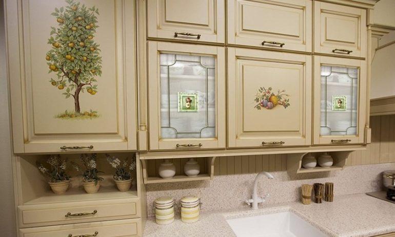 Декор кухонной мебели в технике декупажа
