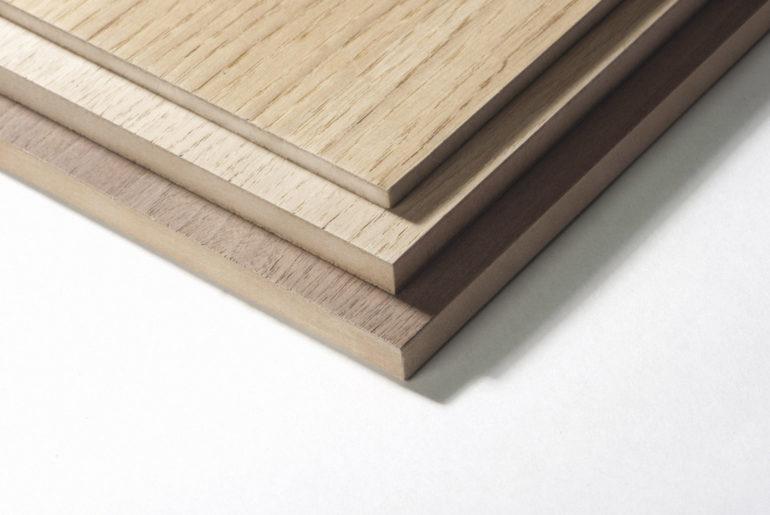 Шпонированные плиты могут выглядеть как массив бука, дуба или других пород древесины