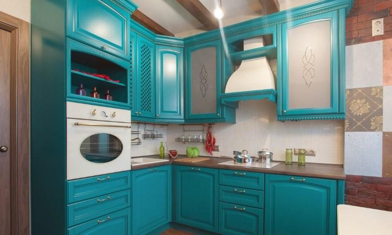 Среди выпускаемых фасадов с отделкой шпоном можно найти кухонный гарнитур для любого стилевого направления