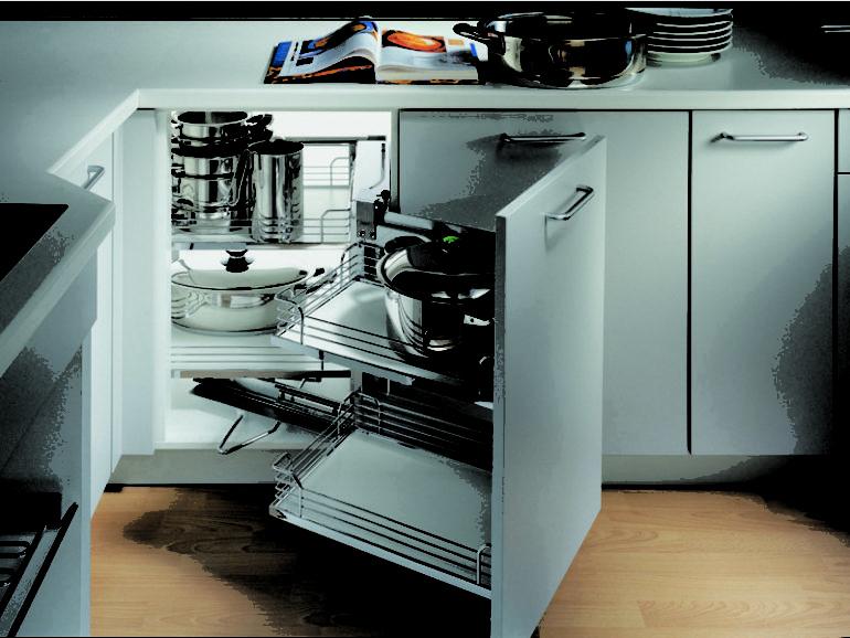 Расположение и количество ящиков, шкафчиков и контейнеров продумывается ещё на стадии проектирования кухонного пространства