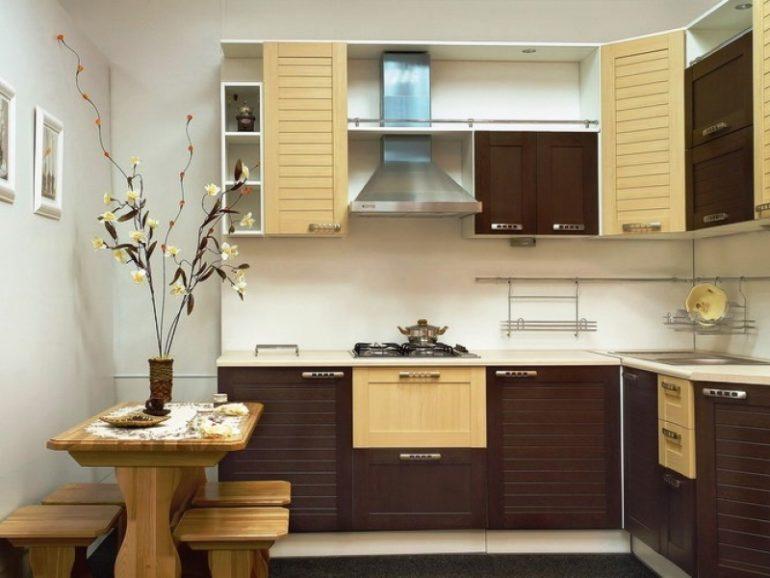 Угловая Г-образная планировка – наиболее распространенная, а в маленькой кухне просто незаменима