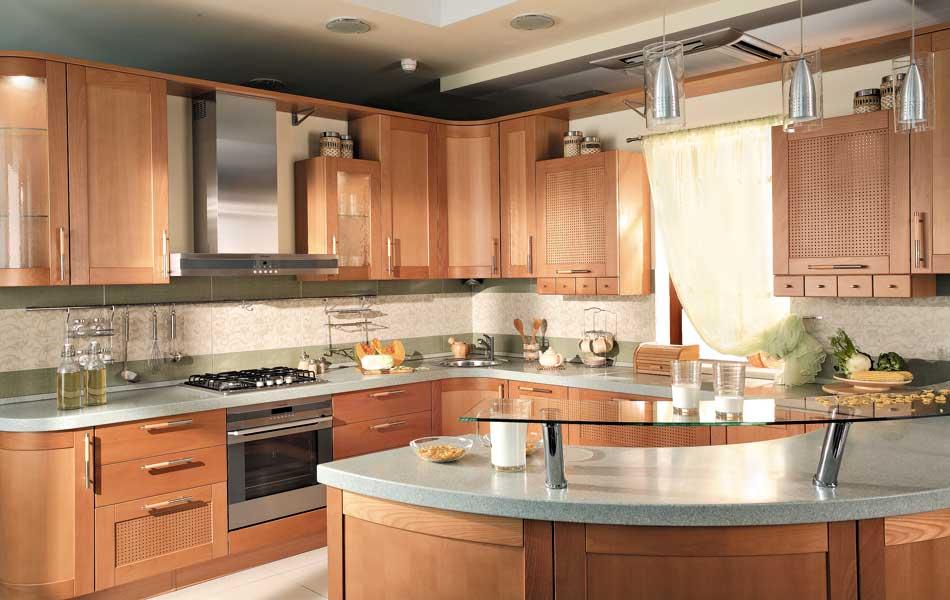 Выполнение гарнитура под заказ – наиболее дорогой вариант, зато в этом случае вы получите кухню, максимально удовлетворяющую вашим потребностям